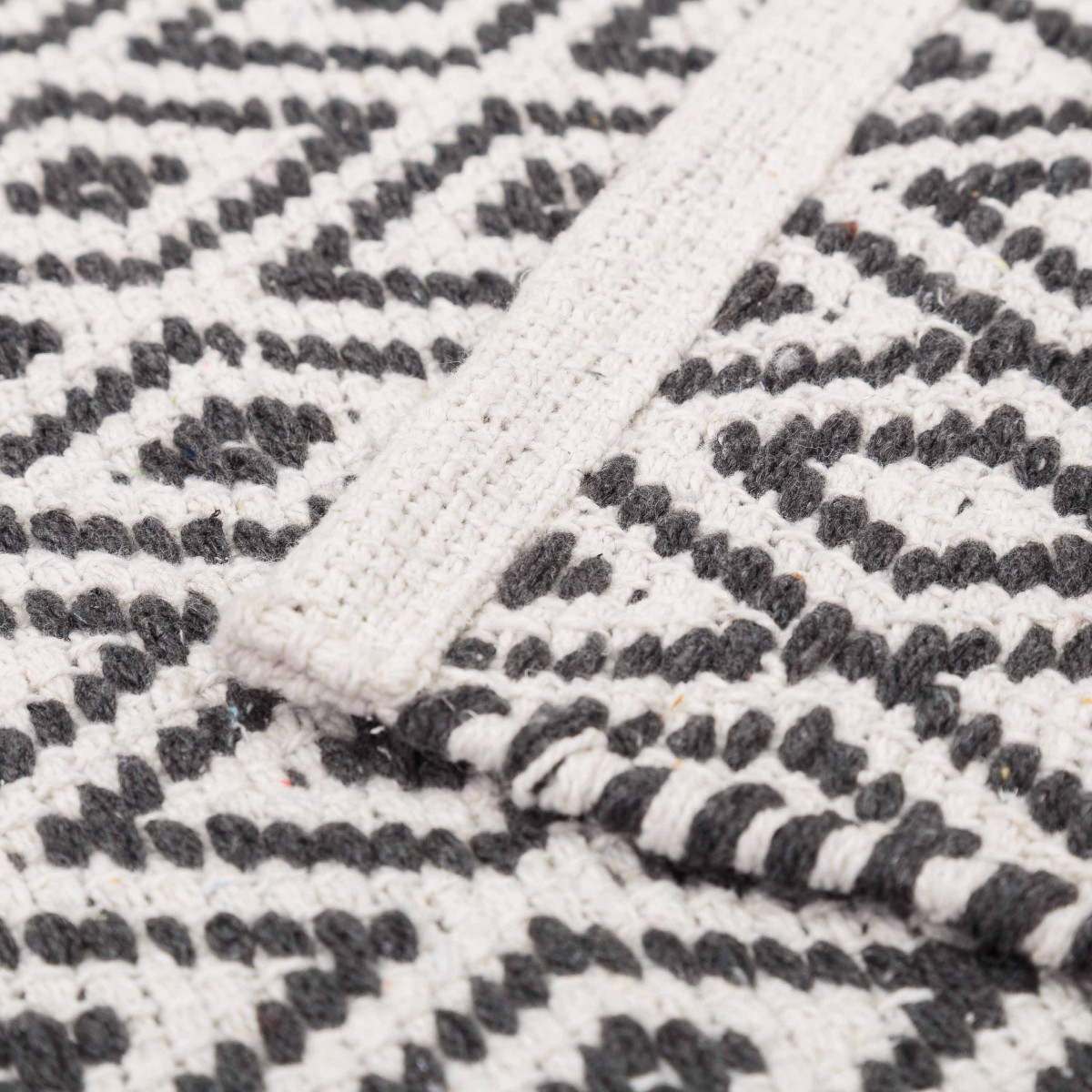 Alfombra algod n pie de cama rombos gris blanco - Alfombras de algodon ...
